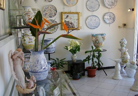 Artistic pottery for decorative furnishing. Artistic decoration of vases, plates, tiles, bedside lamps, majolica. Paintings on cloth on request.