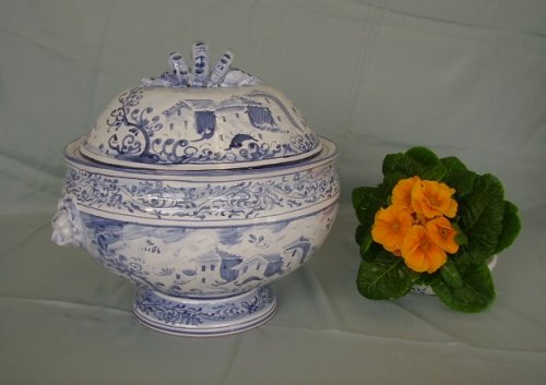 Artistic italian pottery of Albisola - Soup-tureen in majolica, leadfree food-friendly, decorated in Old Savona