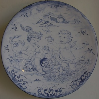 "Artistic italian pottery of Albisola - Plate decorated with mythological scene "" Angels with horn of pently  "" in "" antico Savona """